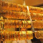 Prepação da vitrine da loja de ouro